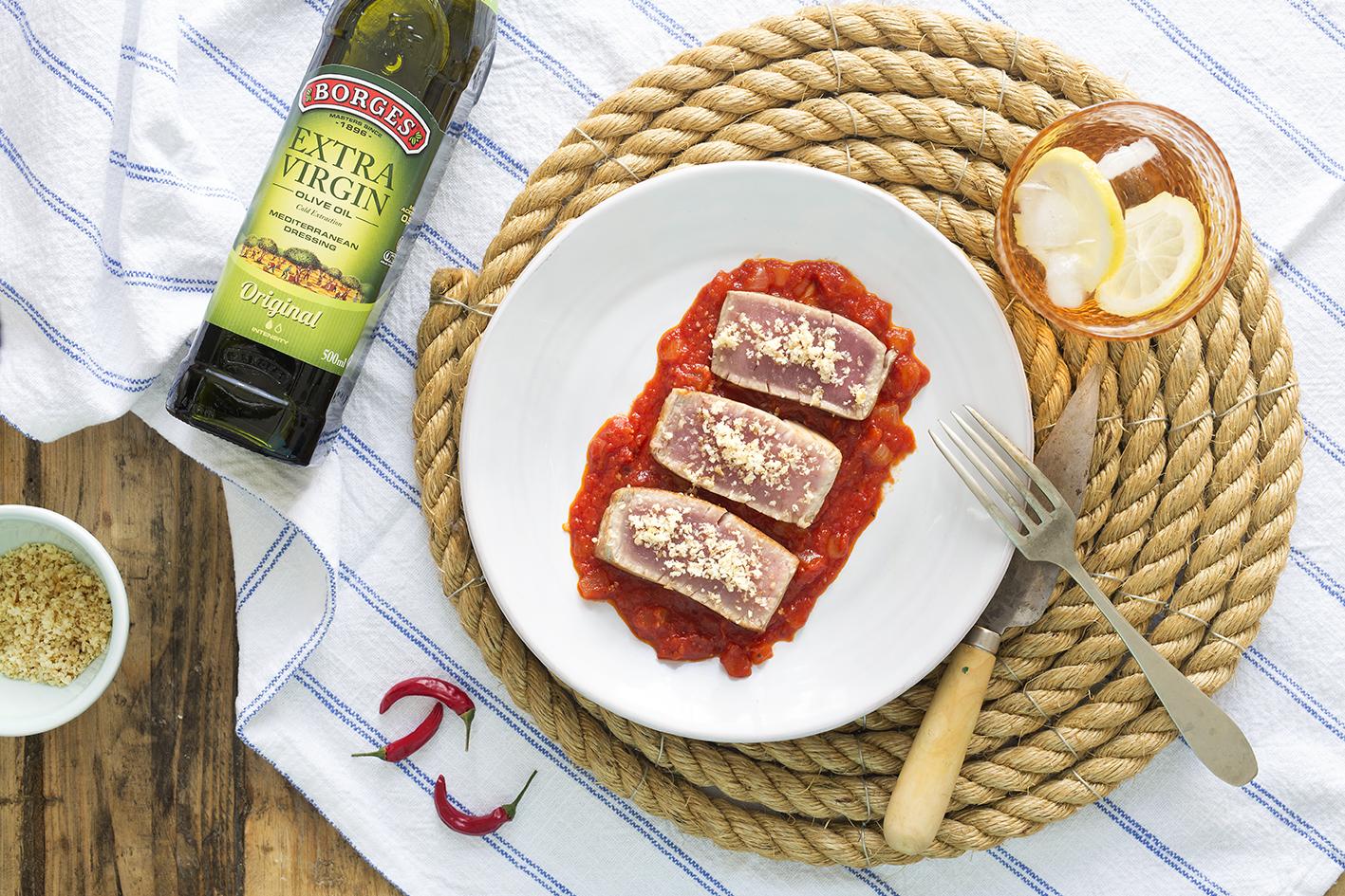 Čerstvý tuniak s paradajkovou omáčkou