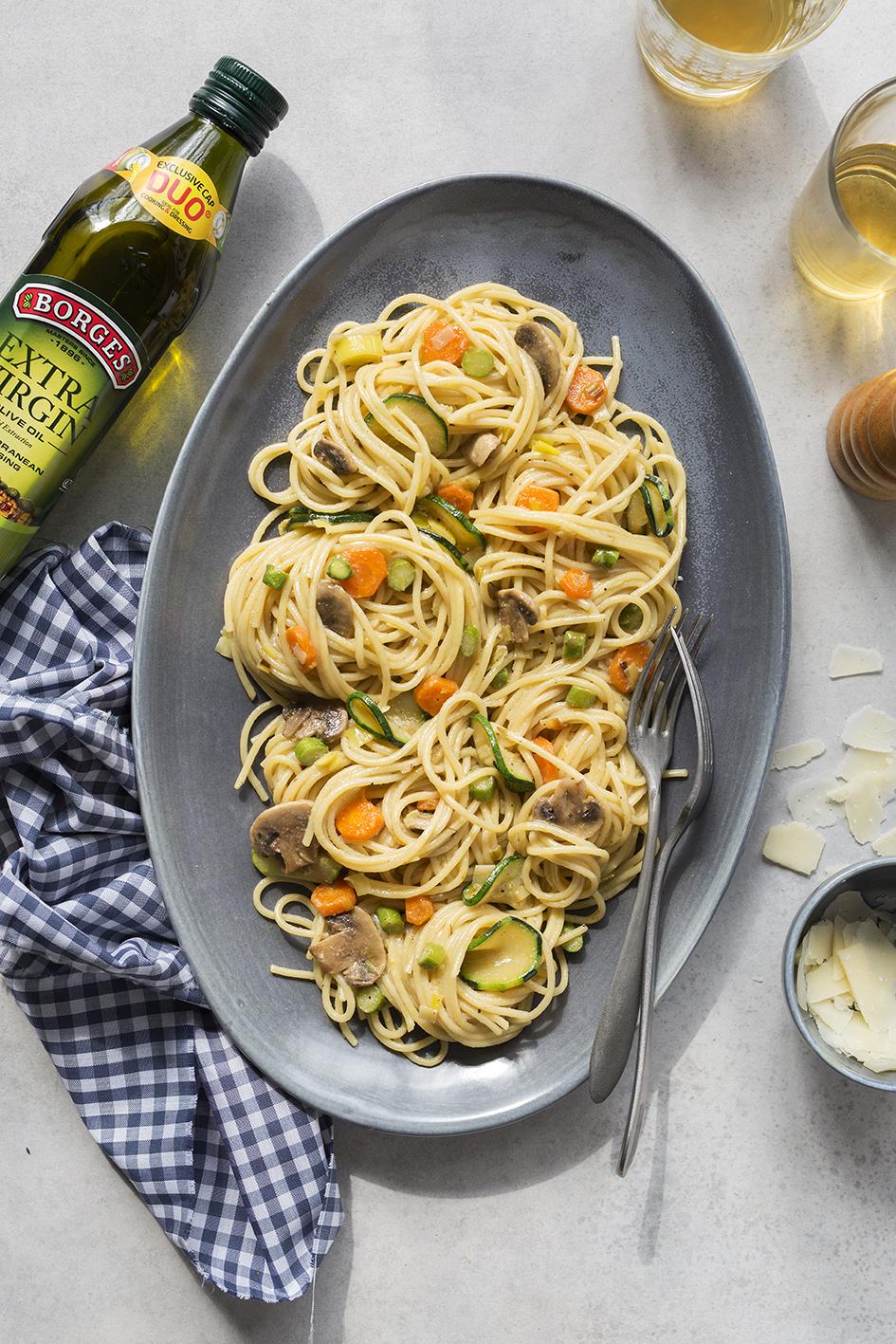 Špagety so zeleninovou omáčkou