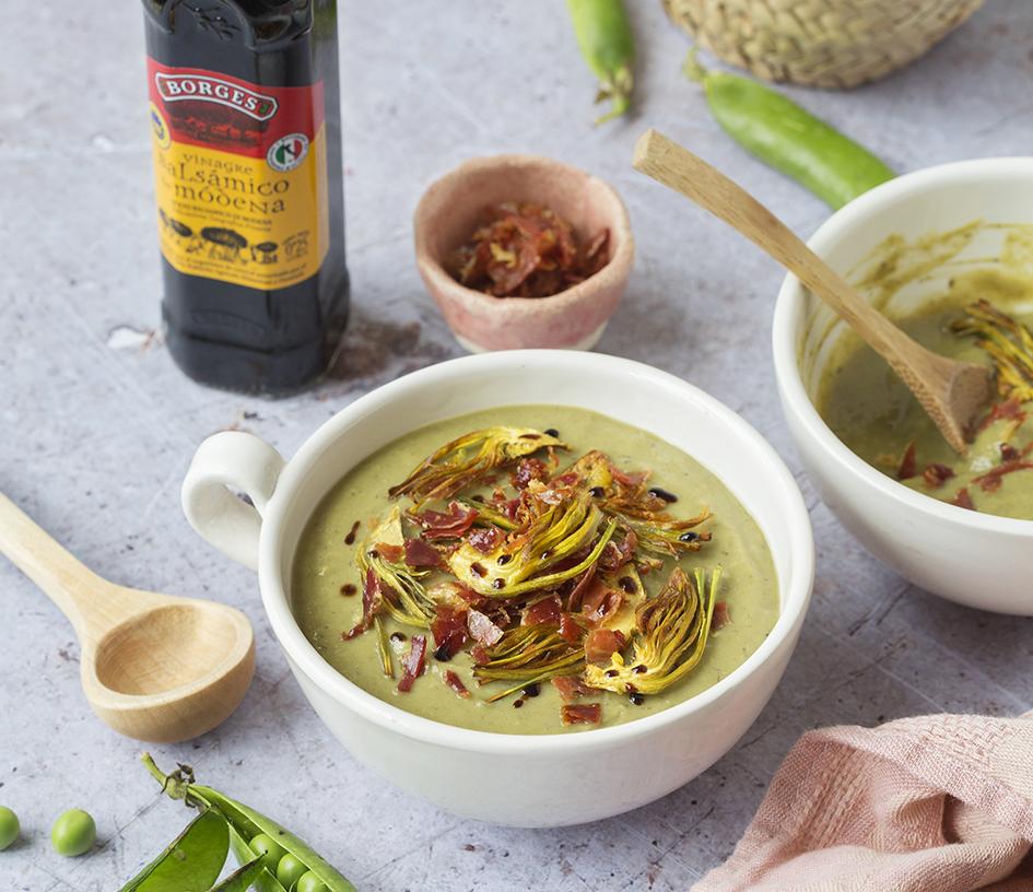 Zelená polievka z hrášku, artičok a špargle