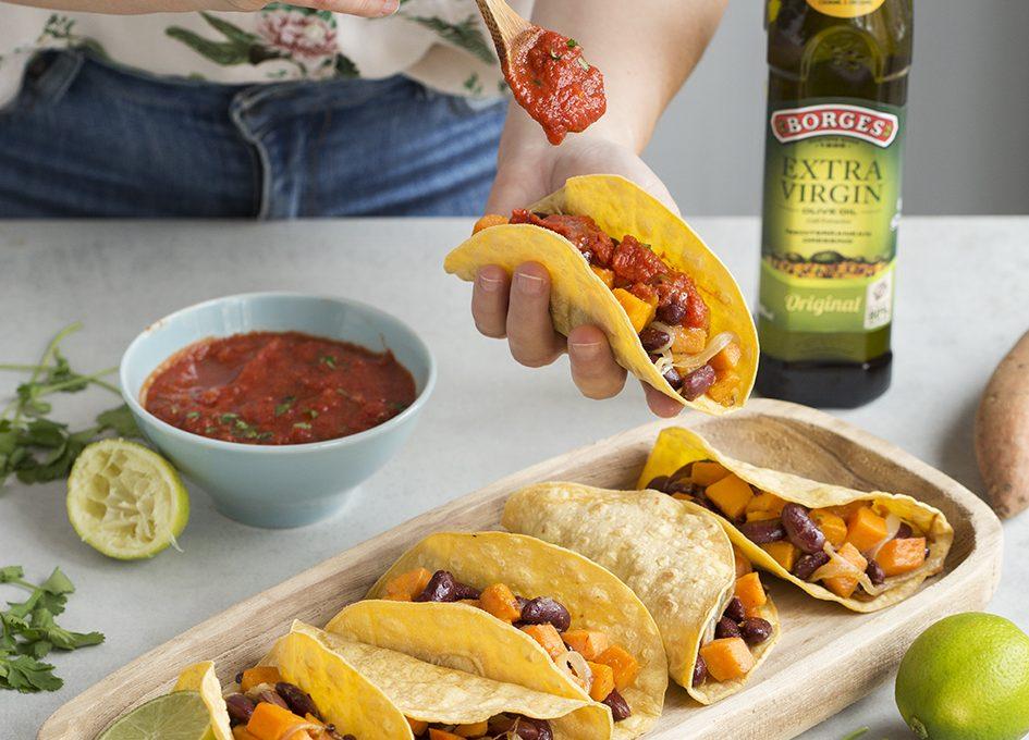 Vegánske tacos s fazuľami a sladkými zemiakmi